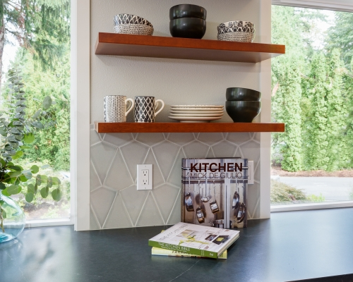 Open shelves for beautiful dishes.